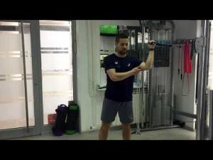 Unutrašnja rotacija ramena sajlom iz bočnog položaja